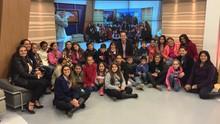 Alunos de duas escolas de Palhoça visitam estúdios da RBS TV (Marina Cidade/RBS TV)