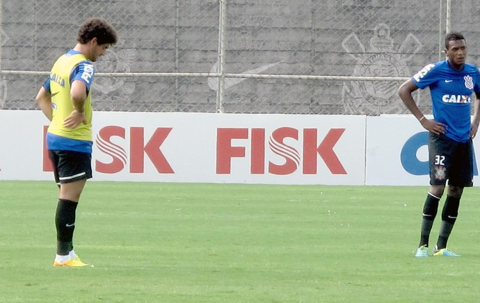Alexandre Pato no treino do Corinthians (Foto: Rodrigo Faber)