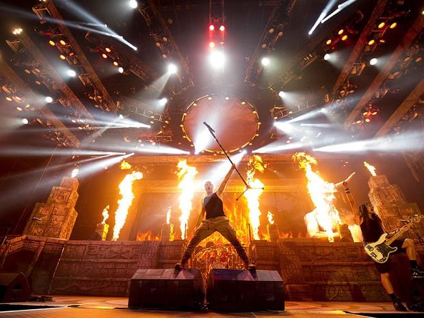 Bruce Dickinson e Steve Harris durante show da turnê do Iron Maiden (Foto: Divulgação)