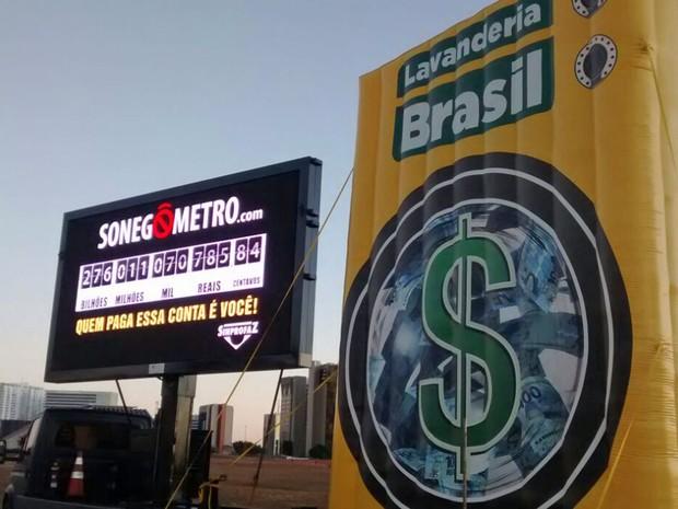 'Sonegômetro' instalado em Brasília aponta mais de R$ 276 bilhões desviados (Foto: Taise Borges/Inpress Oficina)