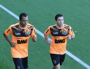 Gilberto Silva e Leandro Donizete (Foto: Leandro Pacheco / TV Globo Minas)