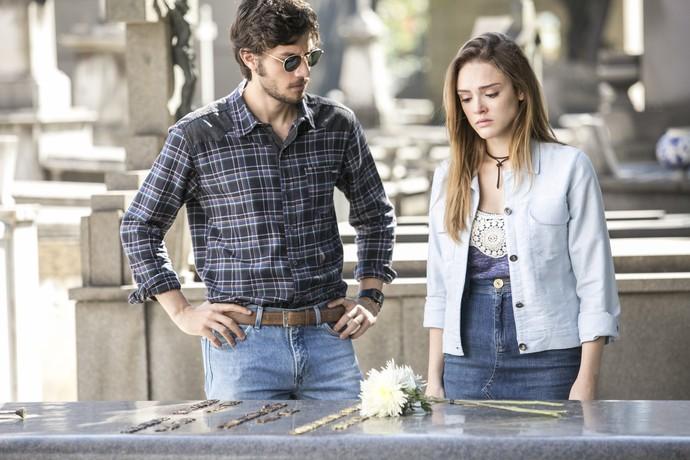 Pedro dá apoio para a namorada (Foto: Raphael Dias/Gshow)