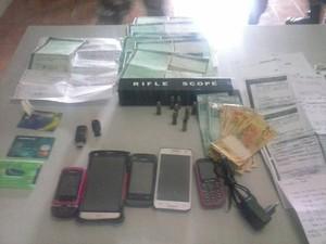 Material apreendido foi levado para a delegacia de São José do Egito (Foto: Divulgação/Polícia Civil)