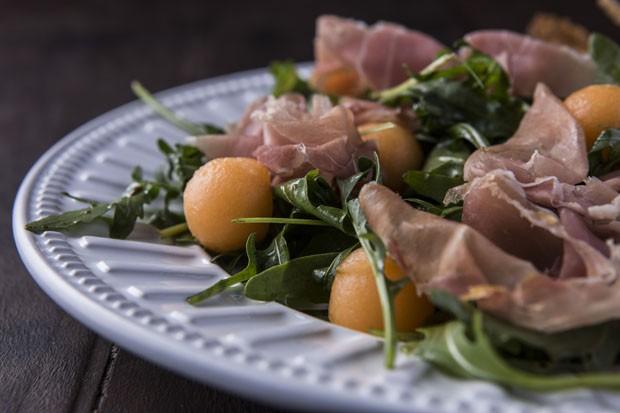 Receita de salada com presunto parma e melão (Foto: Divulgação)
