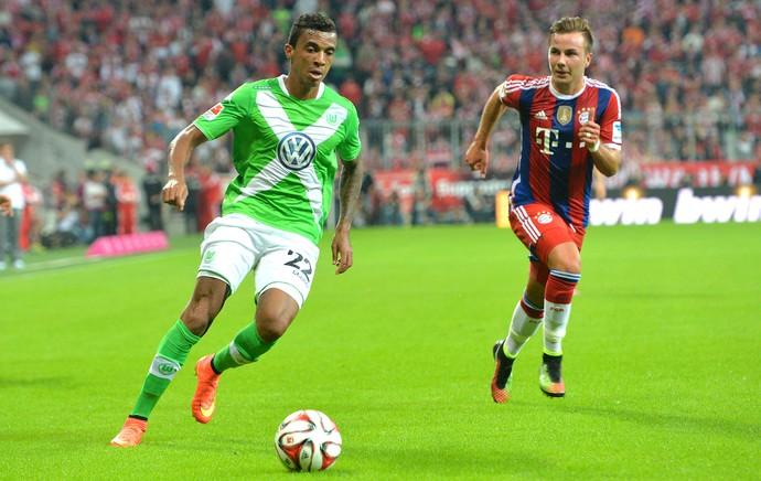 Luiz Gustavo e Gotze, Bayern de Munique X Wolfsburg (Foto: Agência AP)