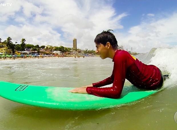 Com 11 anos, Jonas sonha ser surfista (Foto: Reprodução/Inter TV Cabugi)