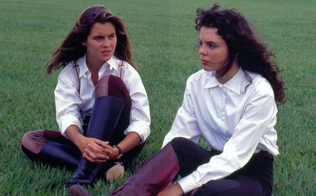 Adriana Esteves e Mylla Christie em cena de