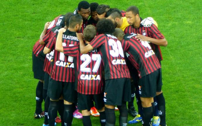 Time do Atlético-PR (Foto: Monique Silva)