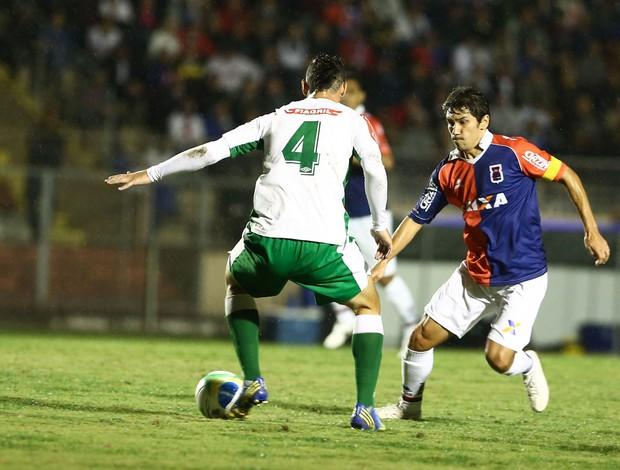 Bragas e Lucio Flavio Luverdense x Paraná (Foto: Geraldo Bubniak / Ag. Estado)