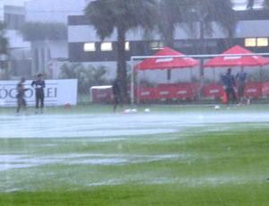 chuva CT Rei Pelé - Santos (Foto: Lincoln Chaves)