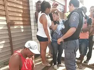 Vítimas mostram marcas da agressão a policial (Foto: Reprodução/TV Mirante)