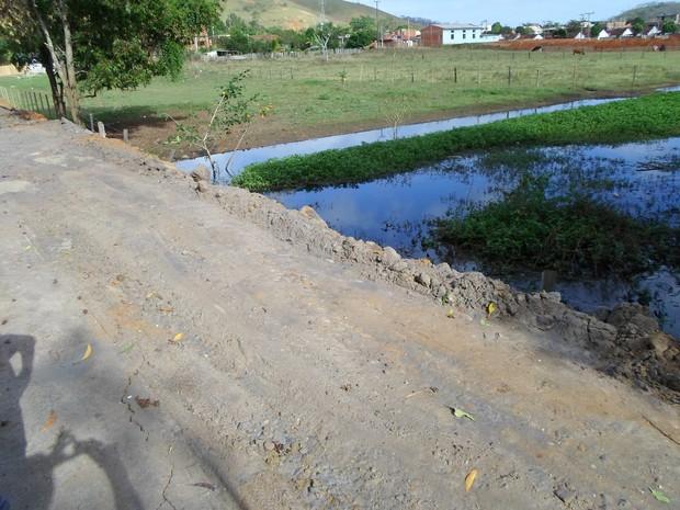 Um homem foi detido por interromper o curso d'água em Cardoso Moreira. (Foto: Divulgação/UPAM)