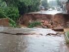 Chuvas provocam queda de ponte e deixa a cidade de Marilac isolada