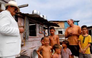Momento da novela em que Juvenaldo é vendido (Foto: TV Globo)
