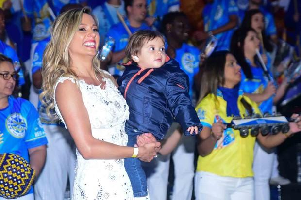 Luisa Mell com o filho, Enzo (Foto: Leo Franco /AgNews)