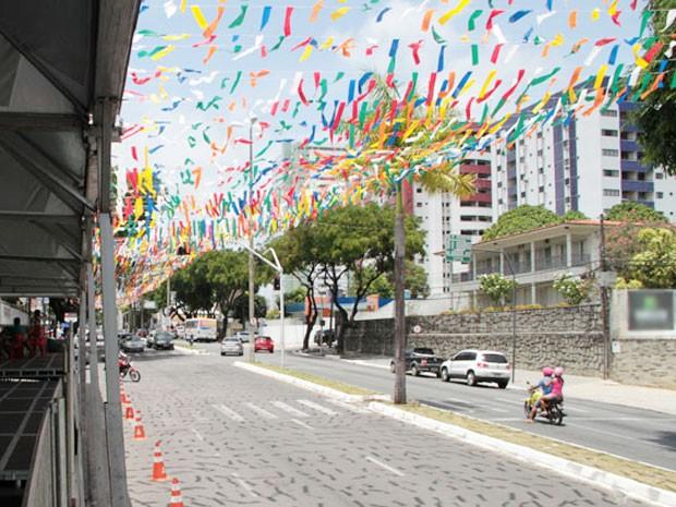 Avenida Epitácio Pessoa foi decorada para a edição 2015 do Folia de Rua, em João Pessoa (Foto: Francisco França/Jornal da Paraíba)
