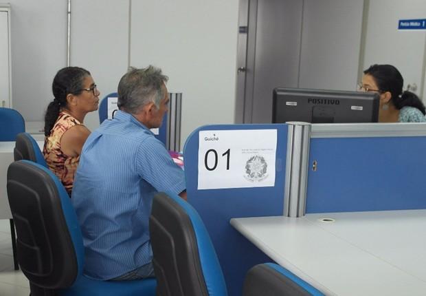 Funcionário da Previdência faz atendimento ; funcionalismo público ; funcionário público ; servidor público ;  (Foto: Reprodução/Instagram)