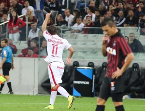 Rafael Moura gol Internacional x Atlético-PR