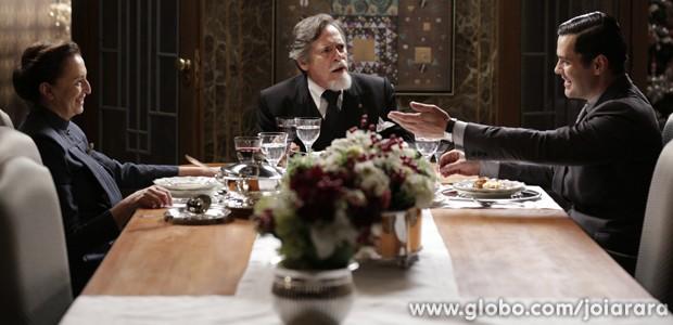 Manfred diz a Ernest que ele vai ter que casar com Gertrude (Foto: Fábio Rocha/TV Globo)
