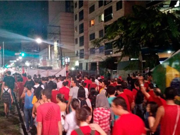 Manifestantes ocupam a Reta da Penha, em Vitória (Foto: Caíque Verli/ A Gazeta)