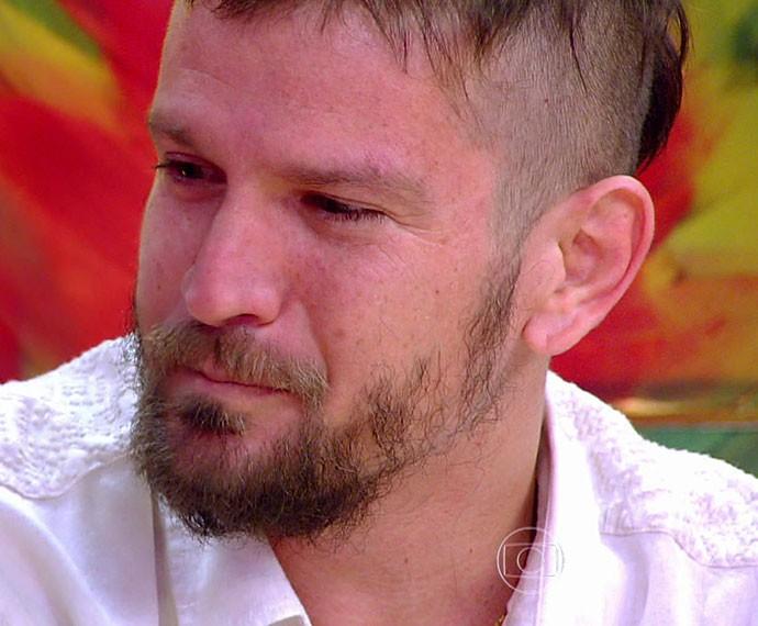 Saulo se emociona no 'Esquenta!' (Foto: TV Globo)