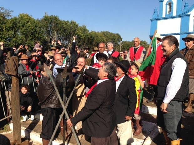 Chama foi acesa na manhã deste sábado, com festa em Santo Amaro do Sul (Foto: Giovani Grizotti/RBS TV)