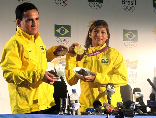 Sarah Menezes e Felipe Kitadai com as medalhas de Londres (Foto: Lydia Gismondi / Globoesporte.com)
