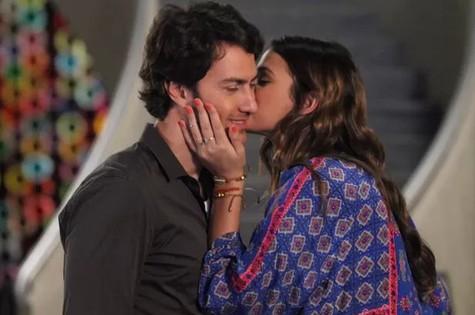 Luiza (Bruna Marquezine) e Laerte (Gabriel Braga Nunes) (Foto: Divulgação/TV Globo)