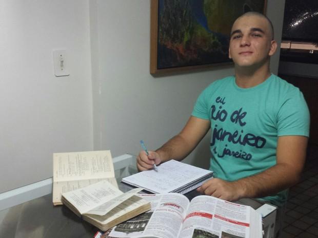 Hugo Cavani conseguiu vaga em medicina na UFPE pelo SiSU e passou na 2ª colocação geral (Foto: Arquivo Pessoal)