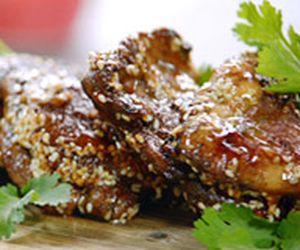 Coxa de frango desossada com crosta de gergelim