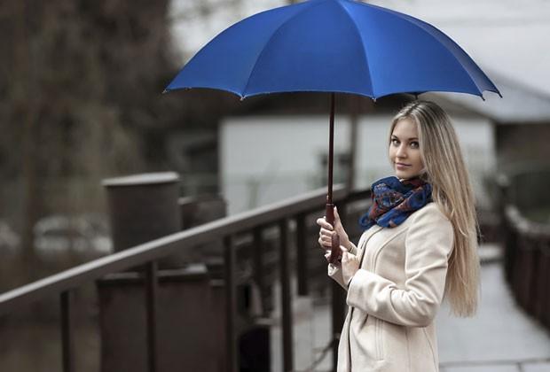 À prova d'água: oito truques para manter seu cabelo intacto em dias de chuva