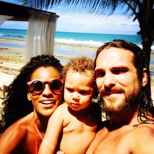 Aline Wirley e Igor Rckli com o filho (Foto: Reprodução/Instagram)
