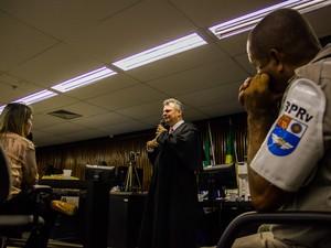 7/5/2013 - Ingrid Farias foi a última testemunha a depor no segundo dia de julgamento do caso PC Farias. (Foto: Jonathan Lins/G1)