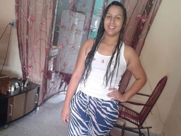 Adolescente desaparecida em Palmares foi vista na rodoviária em um ônibus para Caruaru (Foto: Reprodução/Facebook)