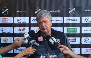 """""""Deixa a partida mais equilibrada"""", diz Geninho sobre decisão na Arena"""