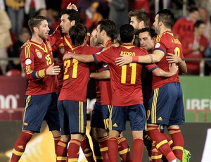 Espanha comemoração gol contra Belarus eliminatórias (Foto: AP)