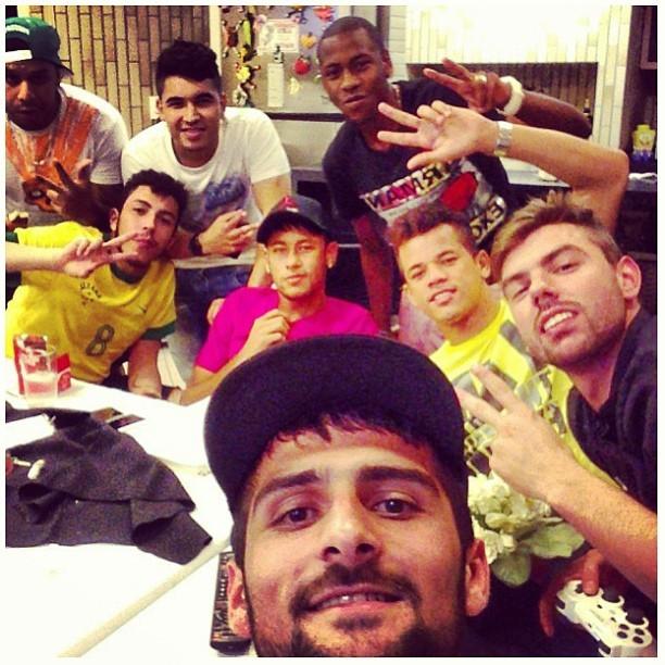 Neymar se diverte com amigos (Foto: Instagram/ Reprodução)