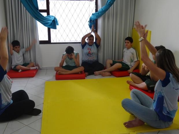 Atividades em grupo desenvolvidas na AMA (Foto: Michelle Farias/G1)