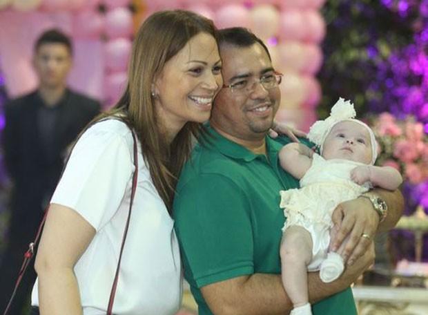 Solange Almeida, do Aviões do Forró, com a filha Maria Esther e o cantor Xand (Foto: Divulgação)
