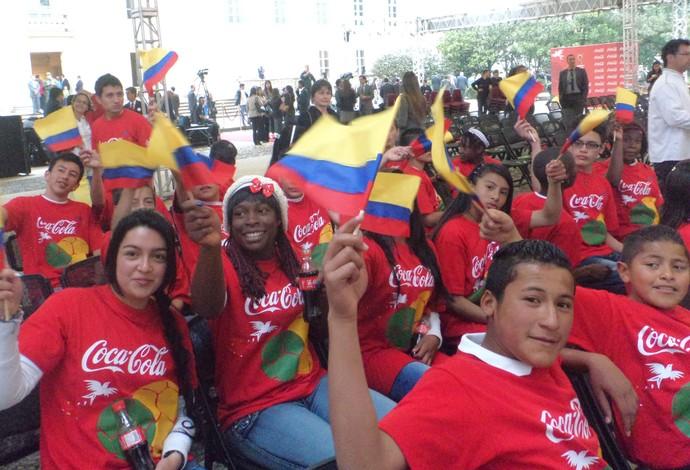 Crianças Colômbia Tour da Taça Copa 2014 (Foto: Cassius Leitão)