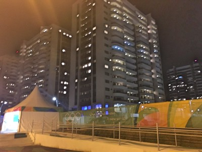 Vila Olímpica com luzes acendidas (Foto: Tiago Leme)