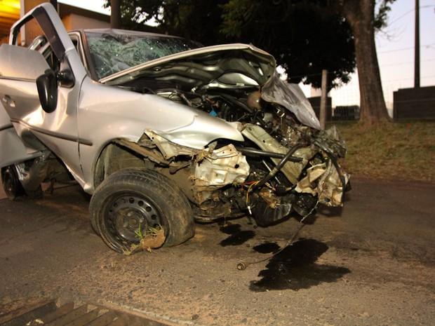 Motorista fica em estado grave após capotar na rodovia em São Carlos,SP (Foto: Mauricio Duch)