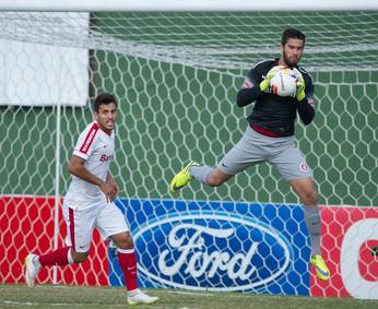 Goleiro Alisson Inter x Brasil-Pel (Foto: Alexandre Lops/Inter)