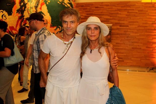 Carlos Alberto Riccelli e Bruna Lombardi em pré-estreia em São Paulo (Foto: Leo Franco e Thiago Duran / AgNews)