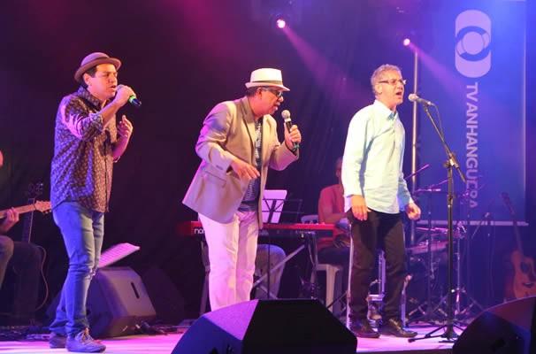 Duo Luiz Augusto, Amauri e o cantor Xexé soltaram a voz. (Foto: TV Anhanguera)