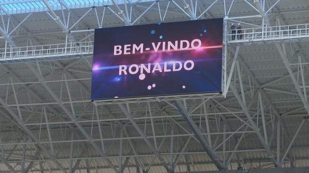 Ronaldo telão Arena do Grêmio (Foto: Tomás Hammes / GLOBOESPORTE.COM)