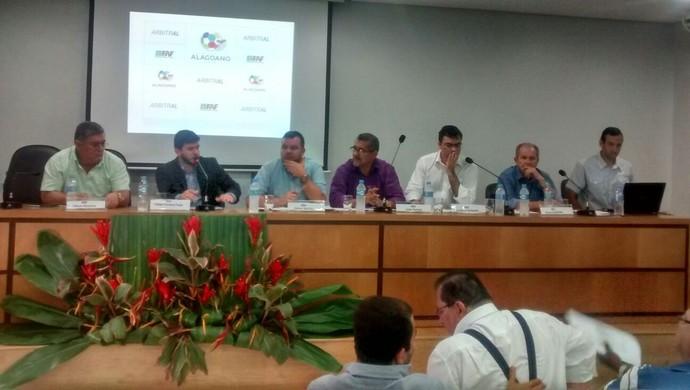 Dirigentes se reúnem para definir fórmula do Alagoano 2016 (Foto: Denison Roma/GloboEsporte.com)