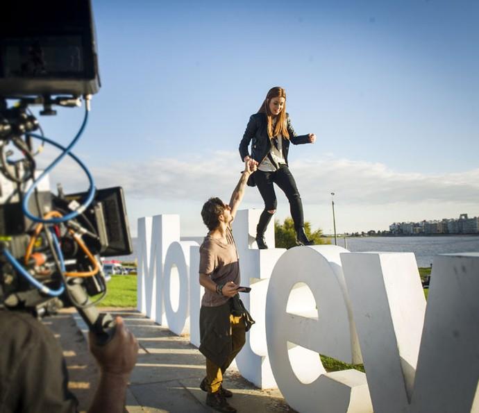 Rafael e Eliza vão se divertir por Montevidéu (Foto: João Miguel Júnior/Globo)