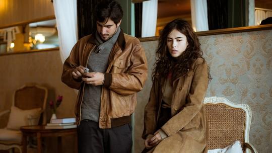 Renato rasga foto de Alice na frente de Rimena