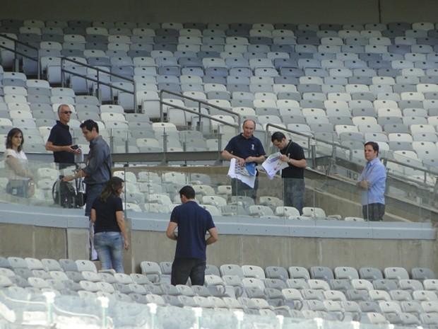 Técnicos fizeram vistorias no estádio Mineirão. (Foto: Pedro Triginelli/G1)
